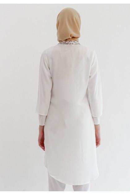 Azzar Pritta Tunic In White Metallic Print